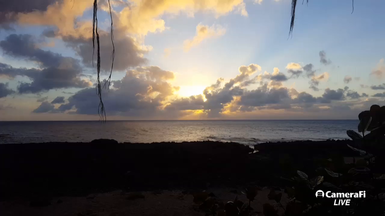 Dave and Chela in Hawaii bring you another sunset!